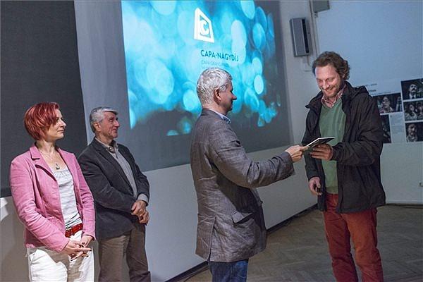 Kudász Gábor Arion átveszi a Capa-nagydíjat