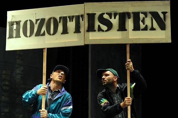 A 2014-es évben bevélogatott A revizor c. előadás egyik jelenete