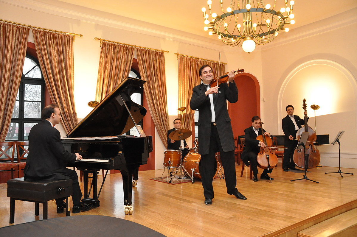 Újév a Kék Duna Koncert-Szalonzenekarral