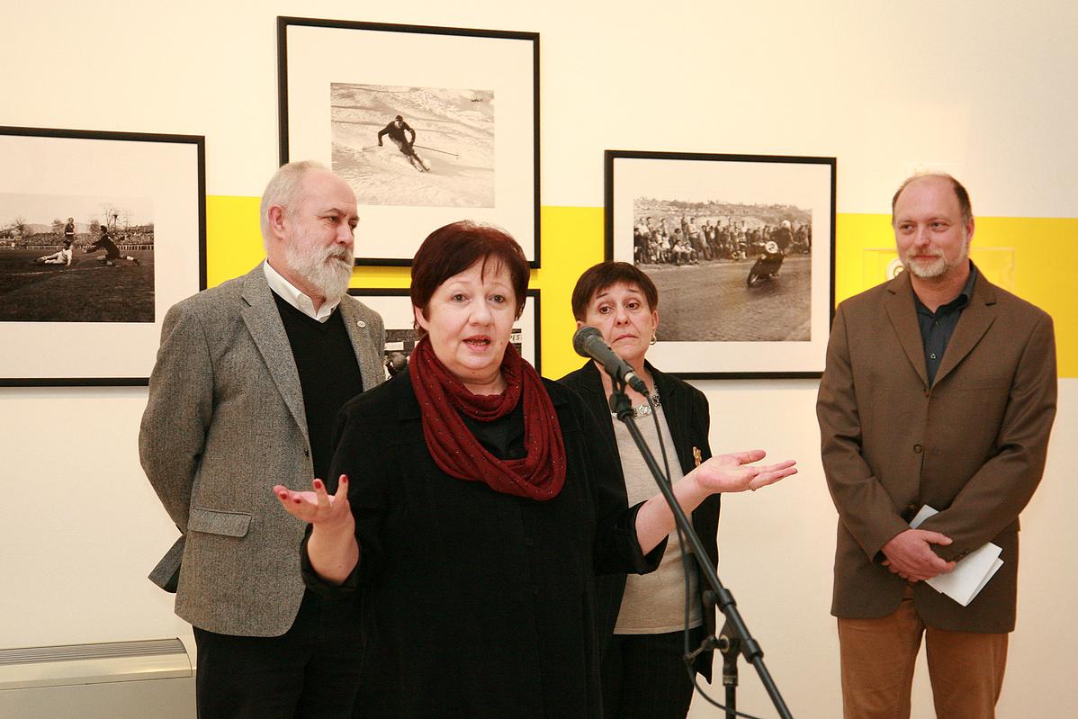 Dr. Szabó Lajos, Kiscsatári Marianna, Szarka Klára és Tomka Gábor, a Nemzeti Múzeum főigazgató-helyettese a sajtóbejáráson