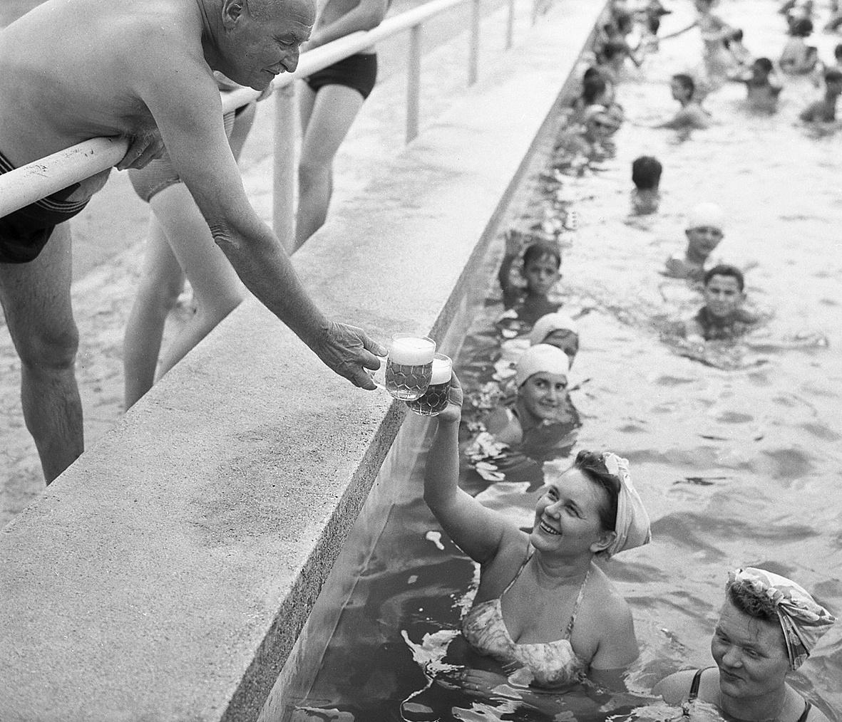 Hemző Károly: A BVSC uszodájában, 1960