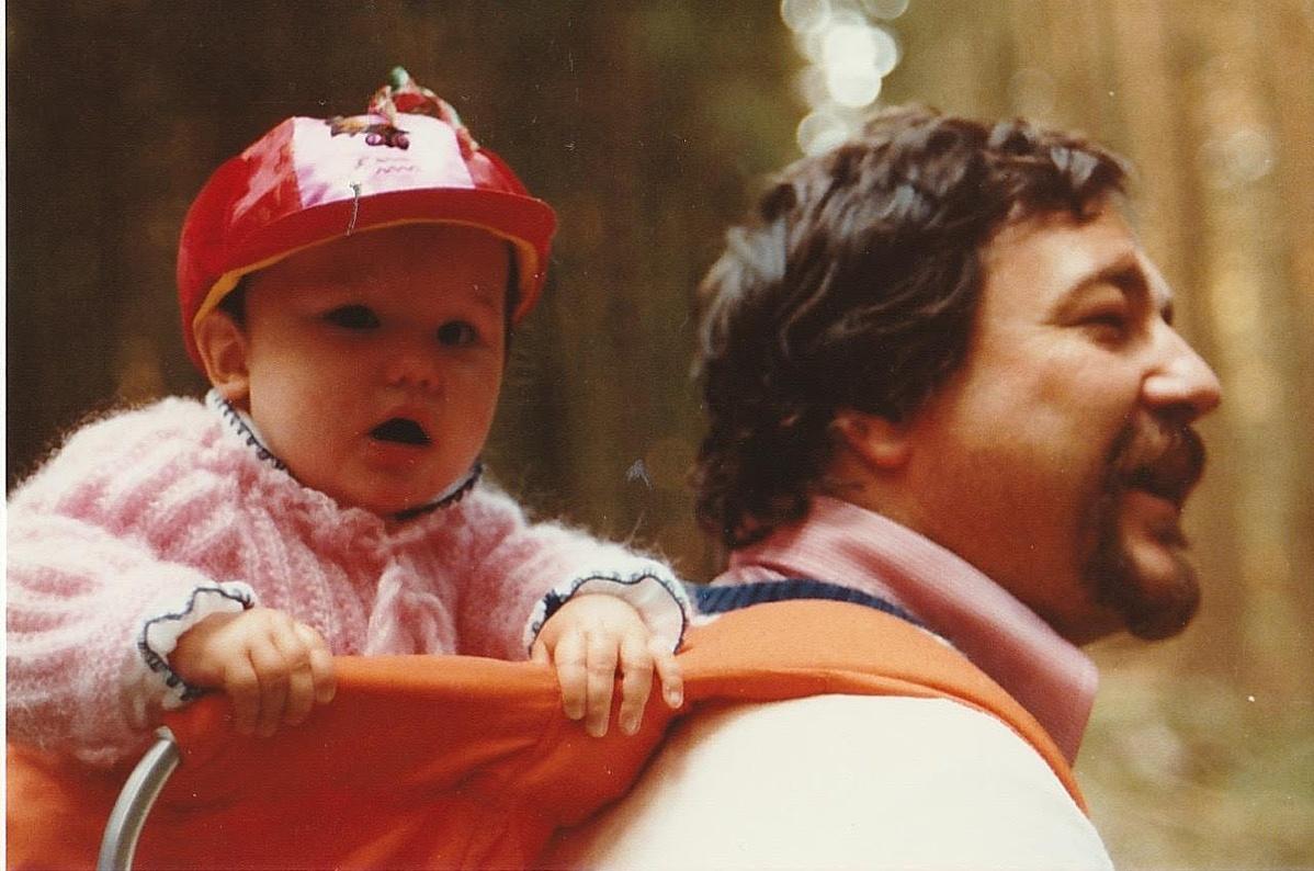 Alice Lévay kisbabaként és Lévay Szilveszter