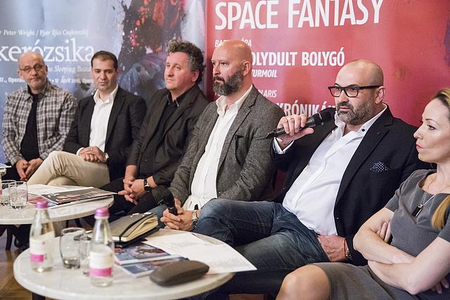 Pataki András, a szegedi Kortárs Balett igazgatója beszél a sajtótájékoztatón