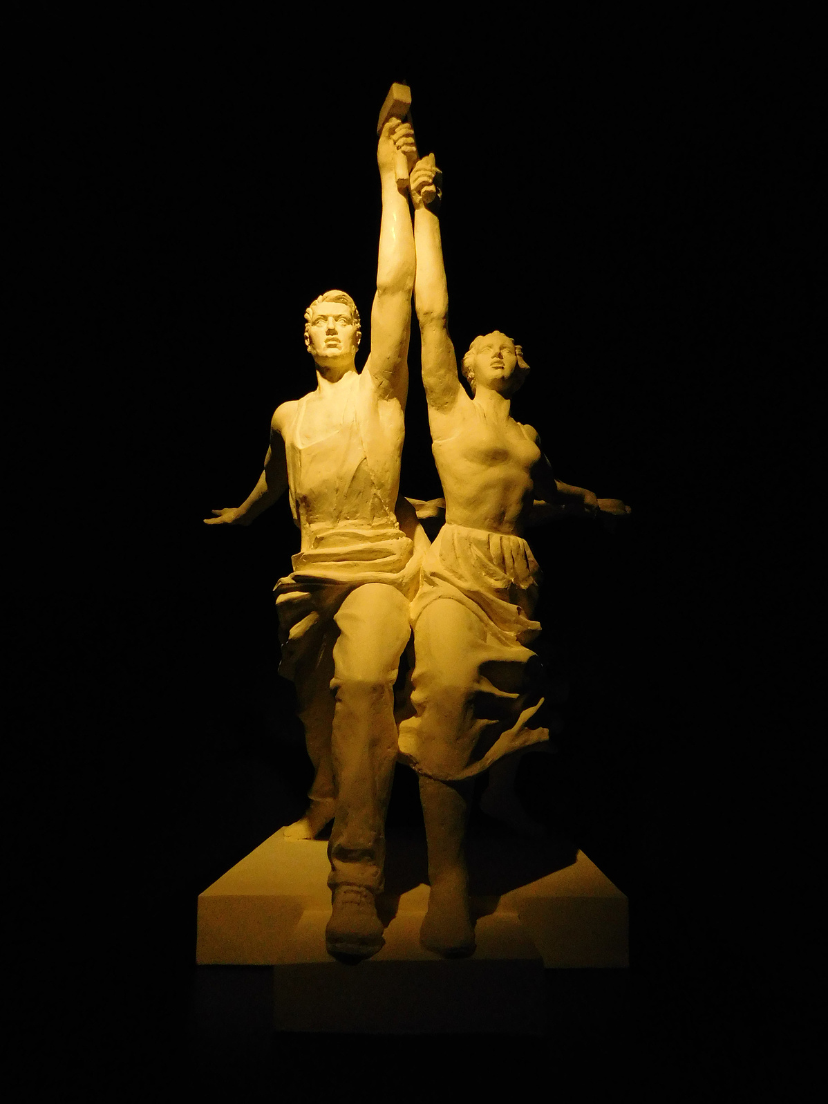 A Munkás és kolhozparasztnő szobrának újraértelmezése