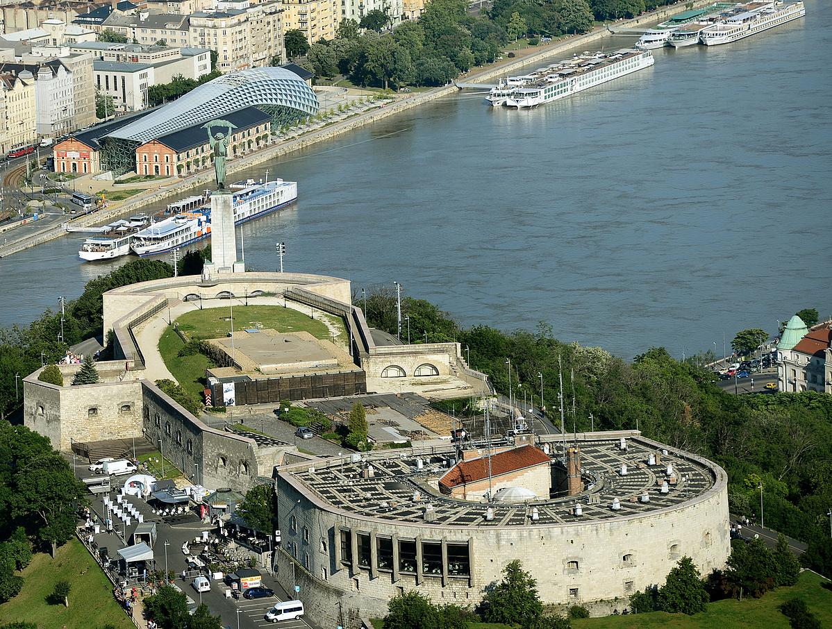5565 Budapest a magasbol a Citadella