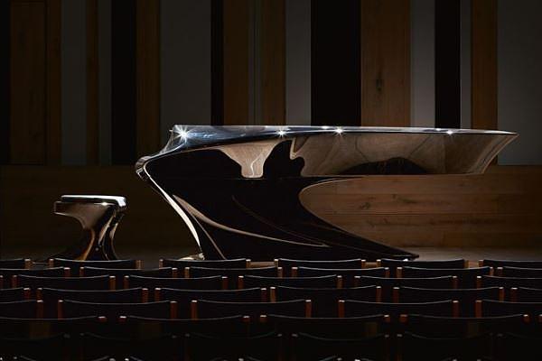 Az Operettszínház segíti a Bogányi-zongorák célba juttatását