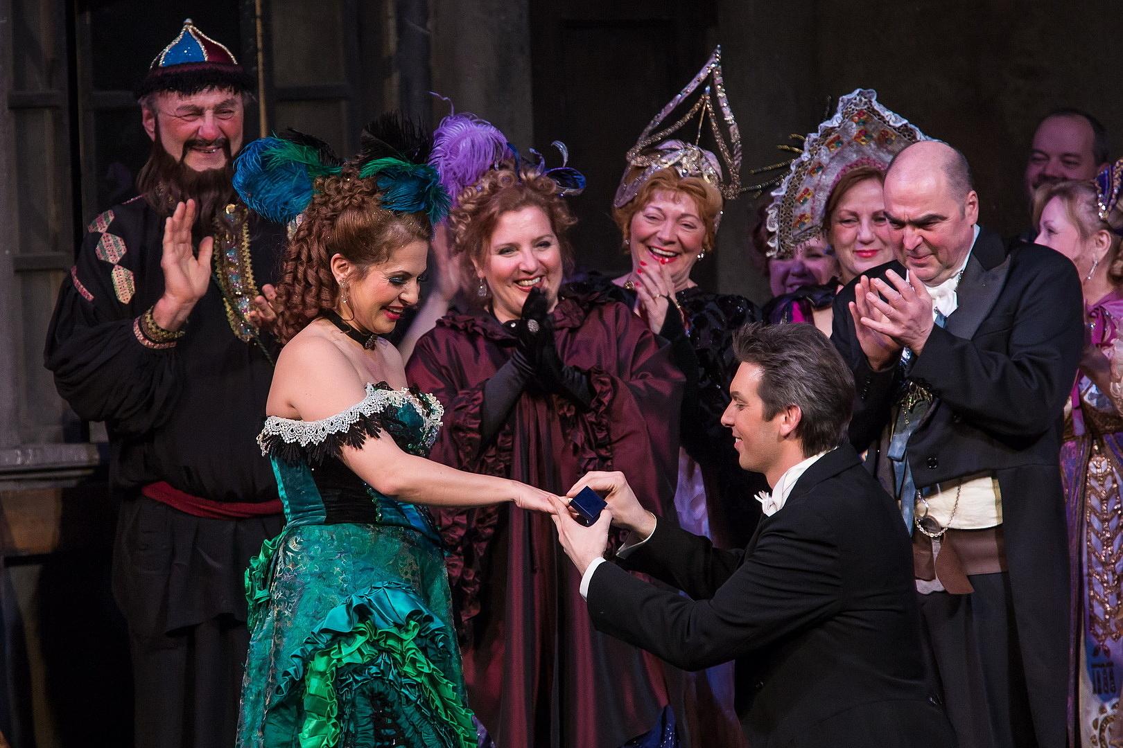 Lánykérés az Operaház színpadán