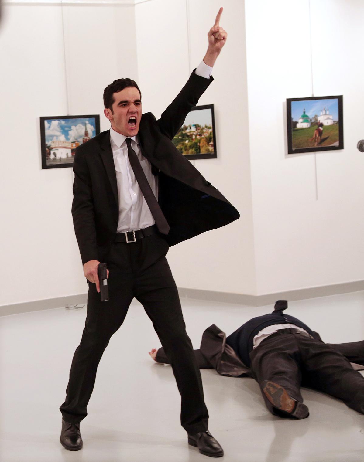 001 Burhan Ozbilici The Associated Press