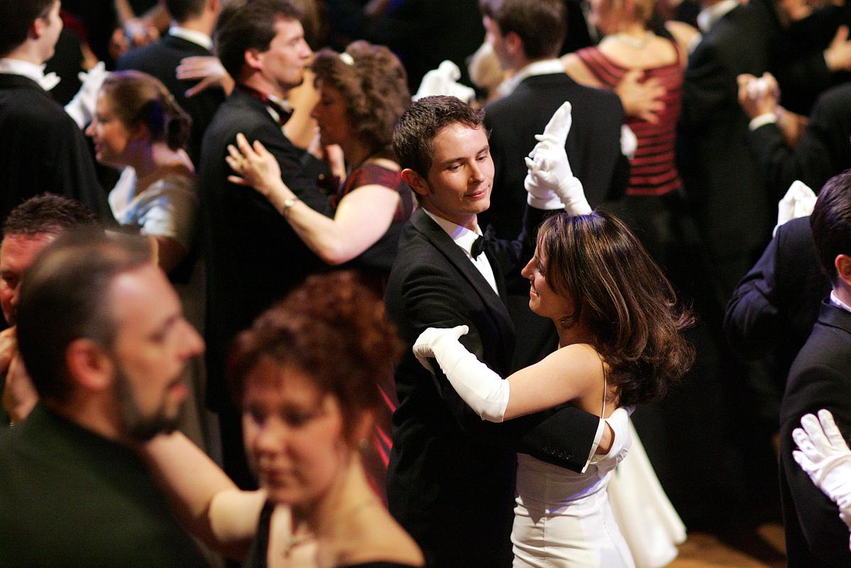 keringő tánc