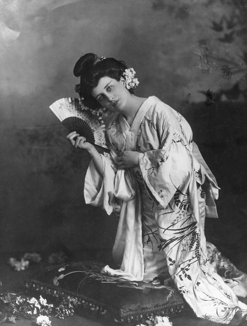 Az első előadások egyikének címszereplője, Evelyn Millard