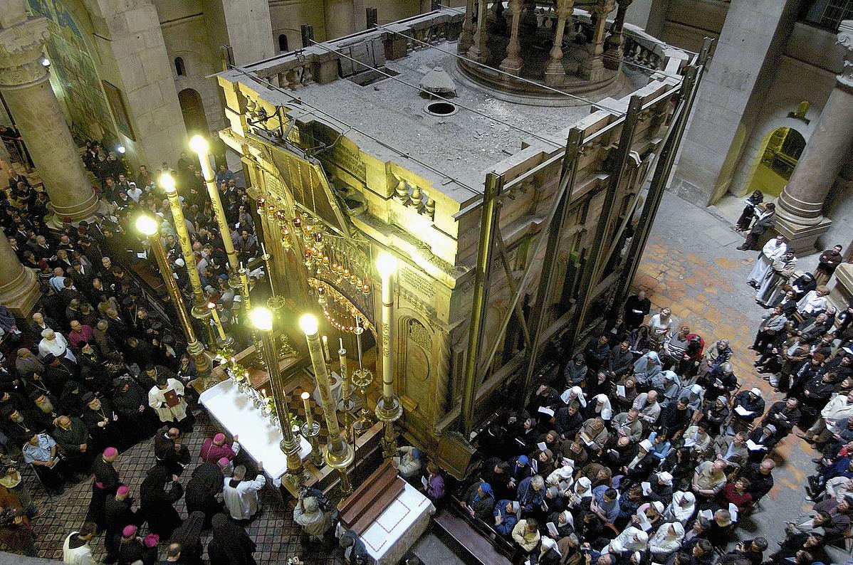 A belső szentély még a felújítás előtti állapotában a Szent Sír-templomban
