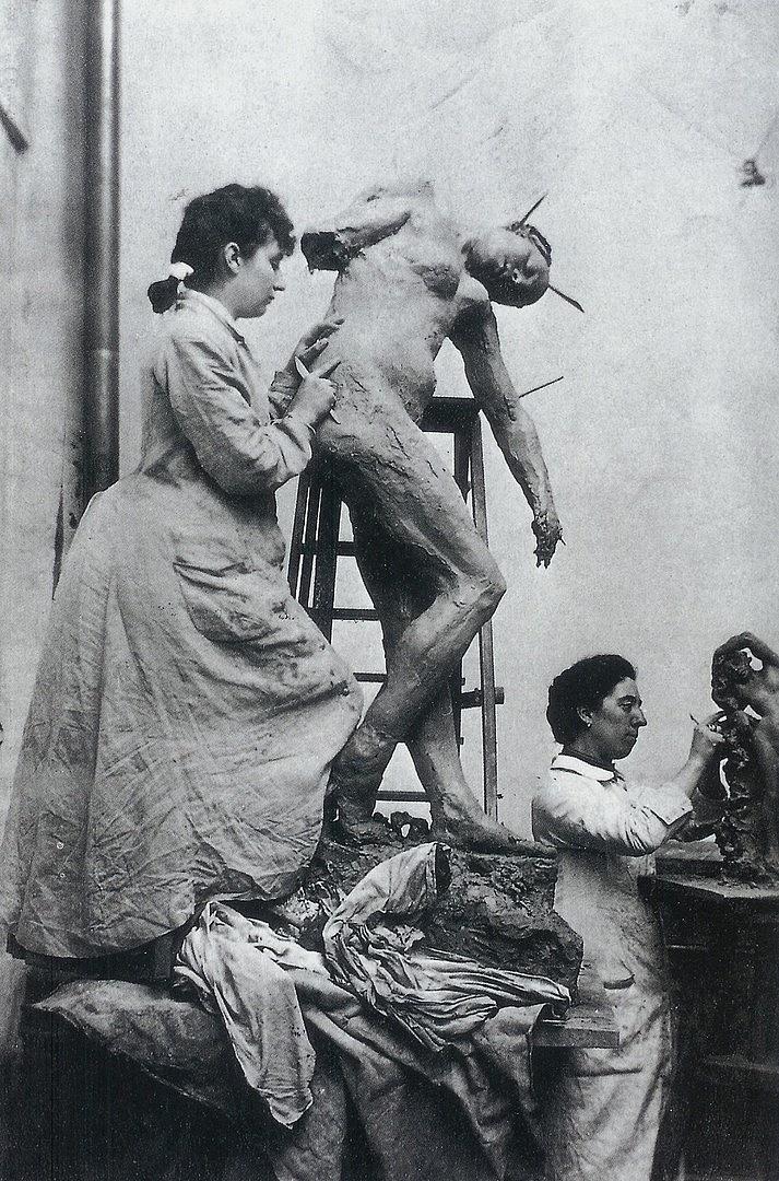 Camille Claudel munka közben