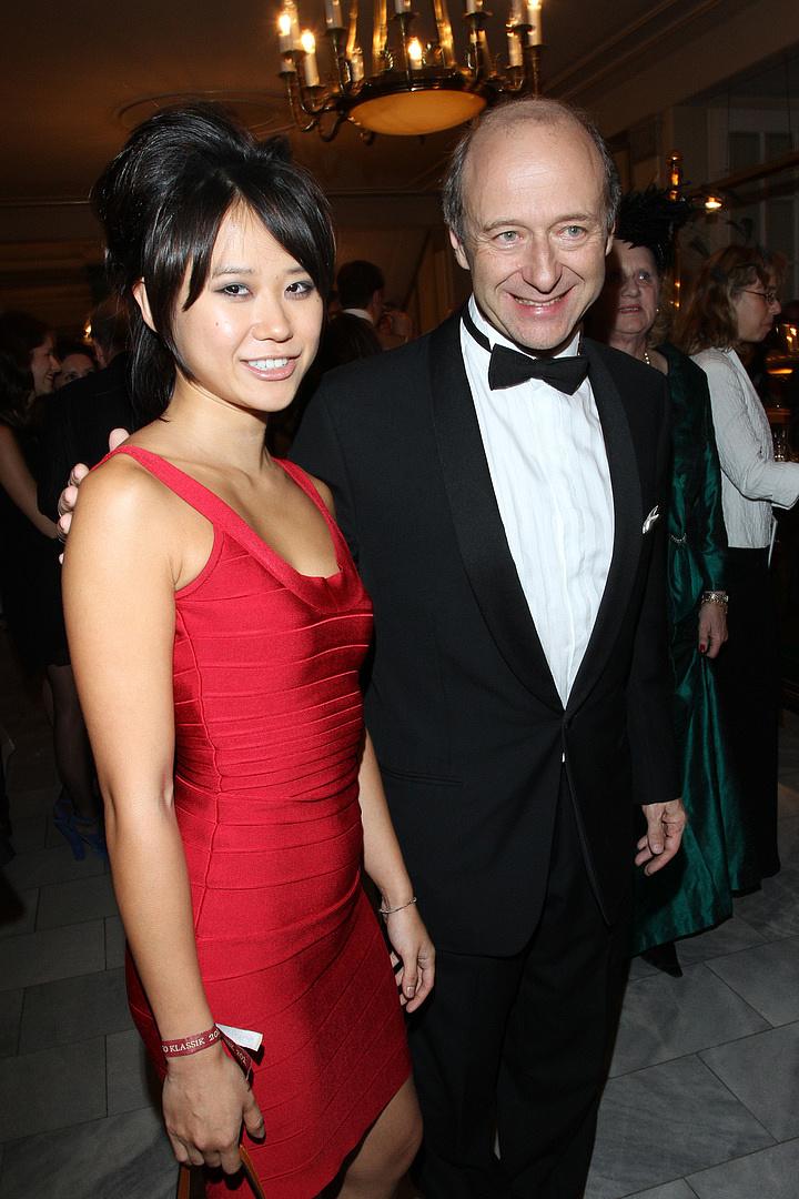 A híres-hírhedt kínai zongoraművésznő elmondta, miért öltözködik pőrén