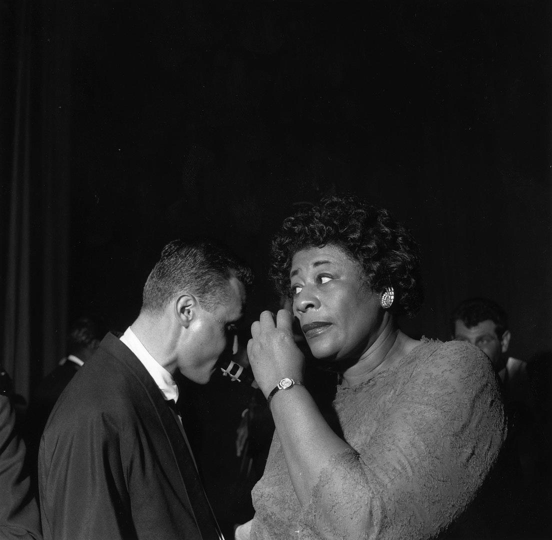 A szaxofonos Stan Getz-cel a backstage-ben, 1958-ban.