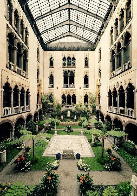 Az Isabella Stewart Gardner Museum belső udvara Bostonban, Massban (https://redd.it/6l39lj)