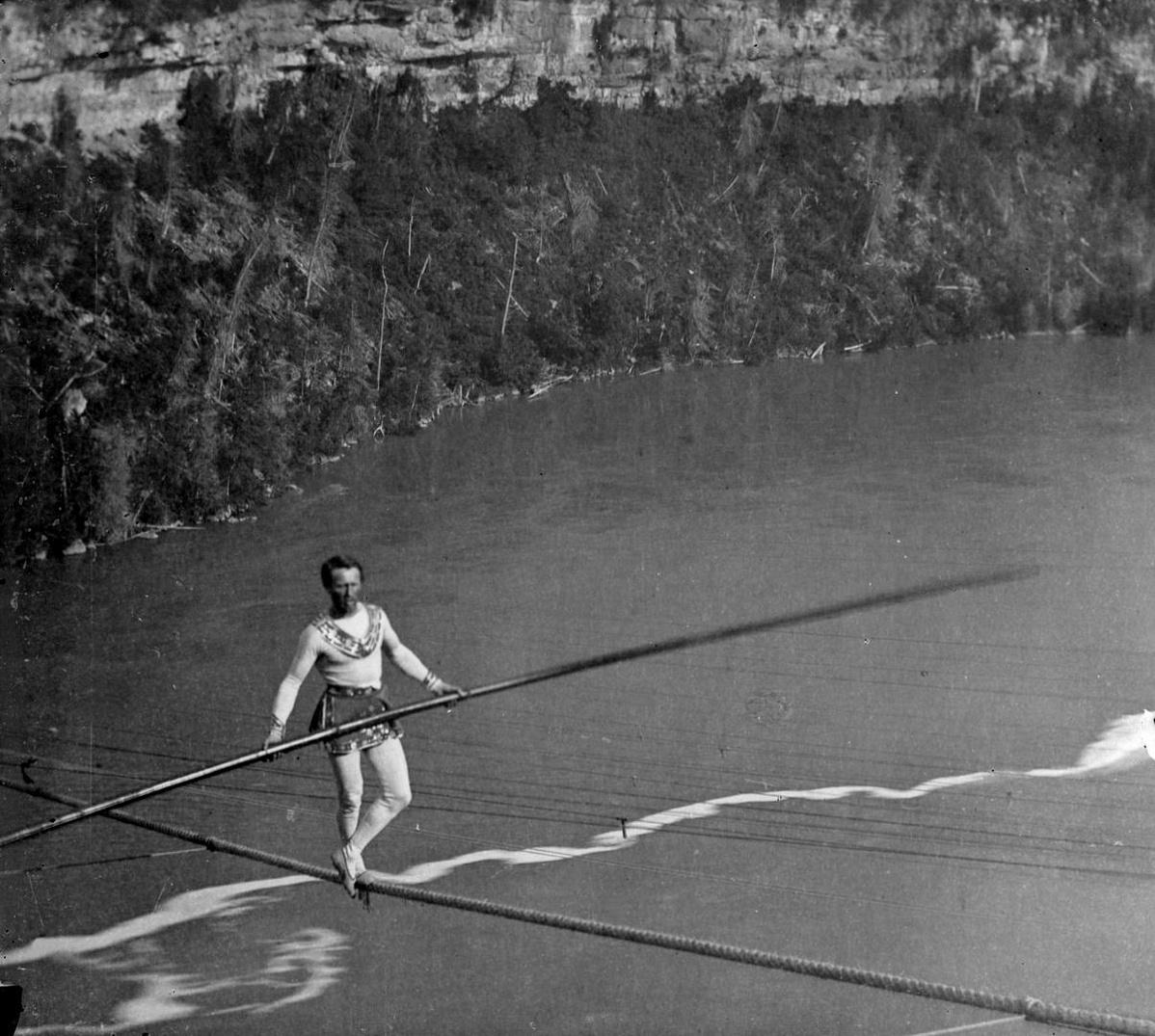 Charles Blondin a Niagara-vízesés fölött