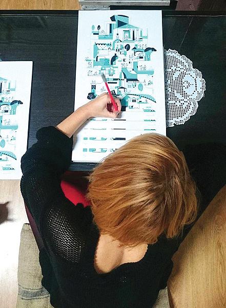 Nemes Anita grafikus munka közben