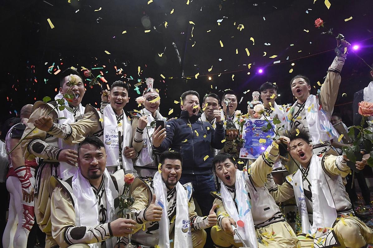 A győztes mongol Nomuna csoport