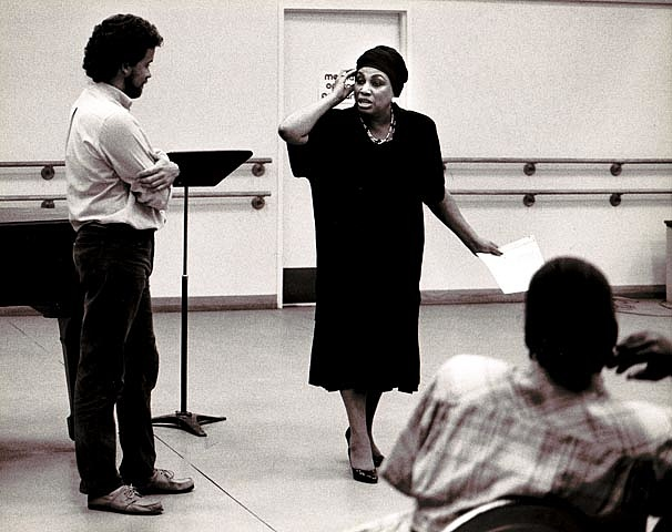 Leontyne Price a Met mesterkurzusán (mellette Michael Davis tenor), 1986