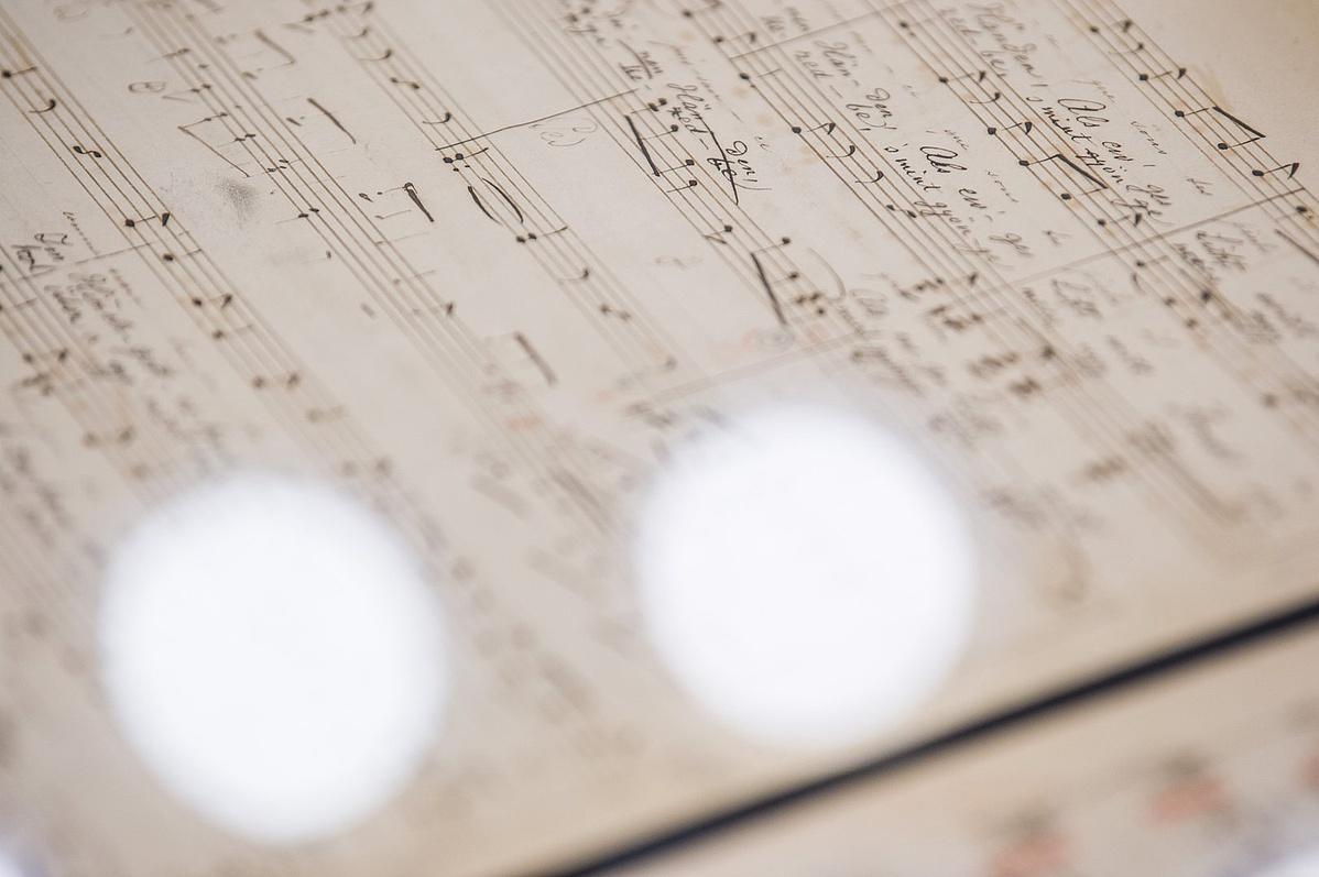A közelmúltban előkerült, elveszettnek hitt Liszt-kéziratok a fővárosi Liszt Ferenc Emlékmúzeum és Kutatóközpontban tartott bemutatón 2018. március 10-én.
