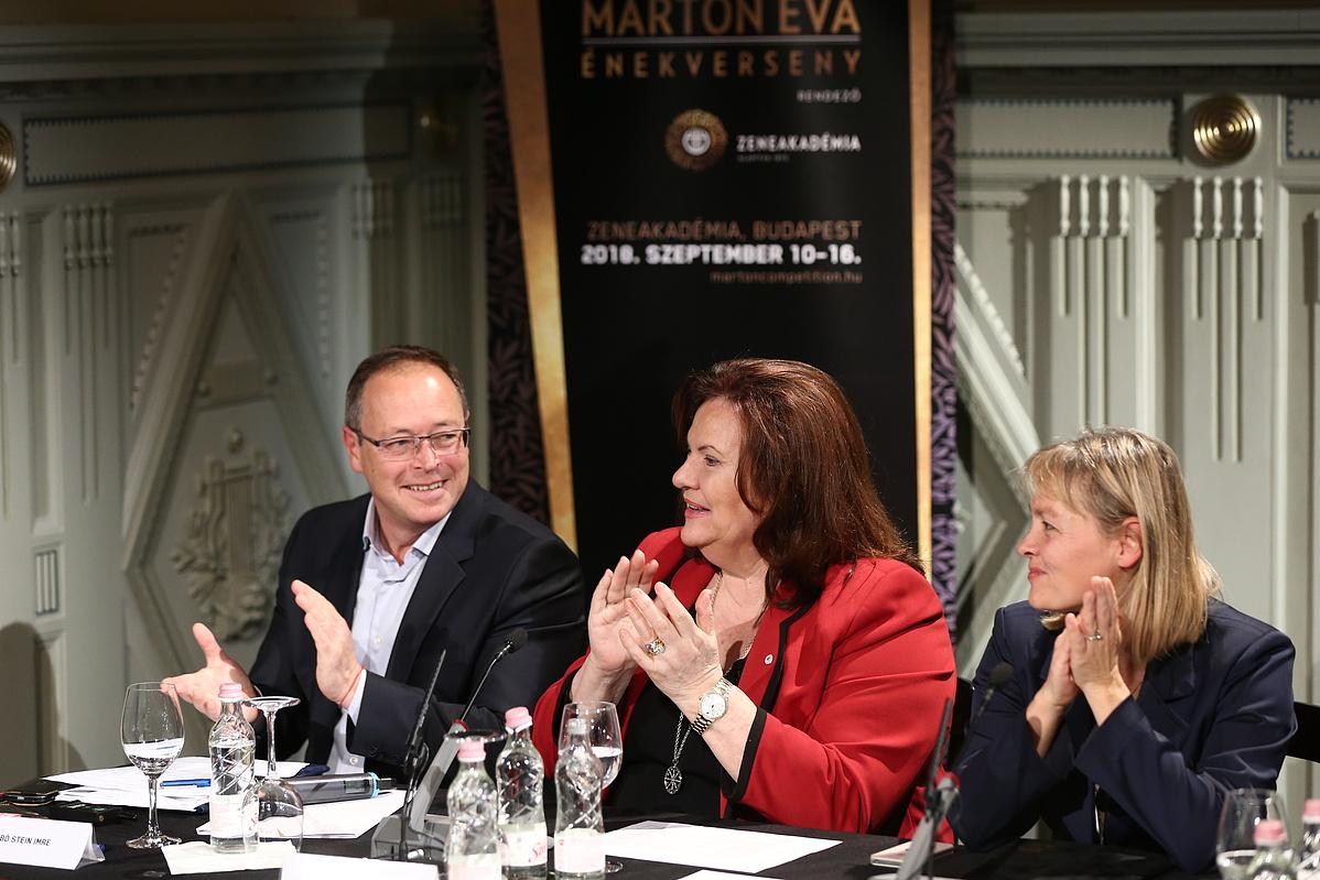 A III. Nemzetközi Marton Éva Énekverseny sajtótájékoztatója (balról: Szabó Stein Imre, Marton Éva, Vigh Andrea)
