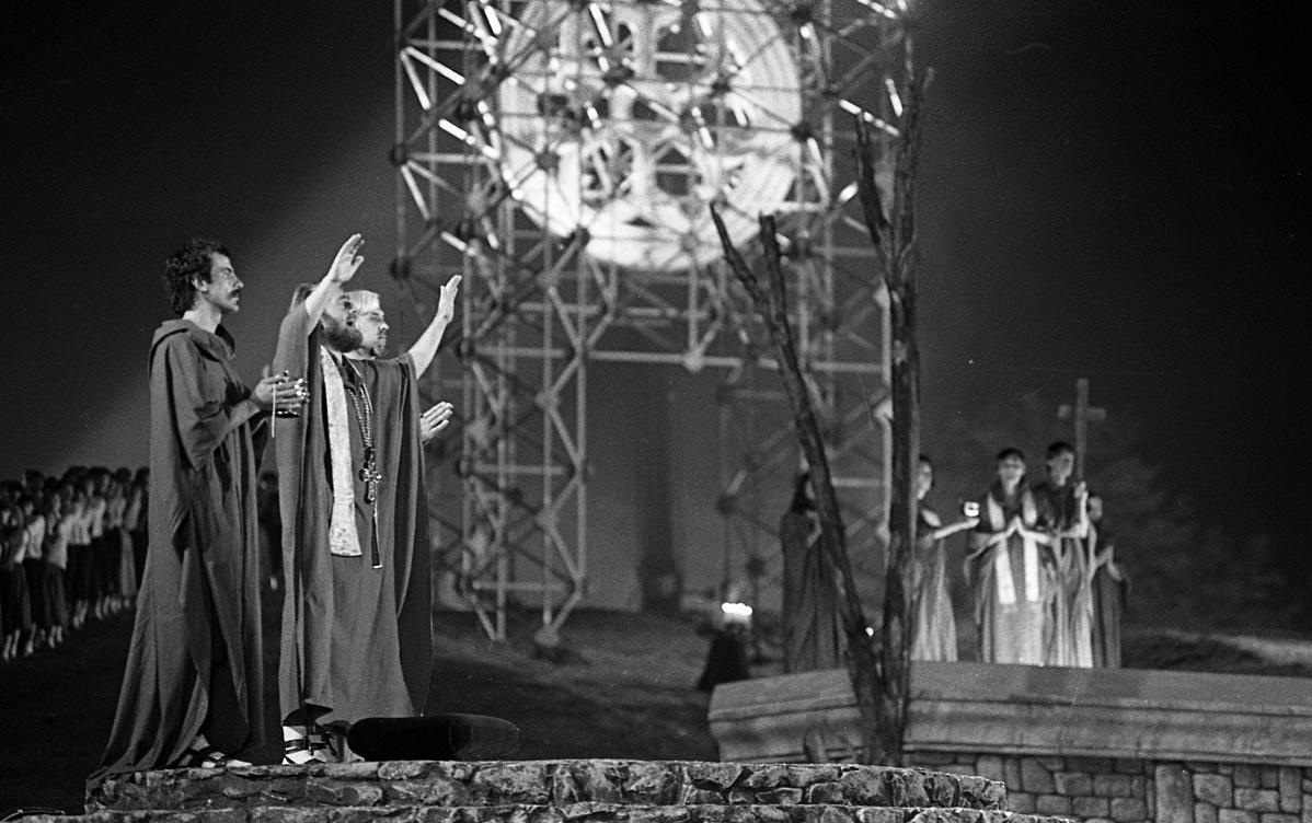 Az István, a király legendás előadása 1983-ban a Királydombon