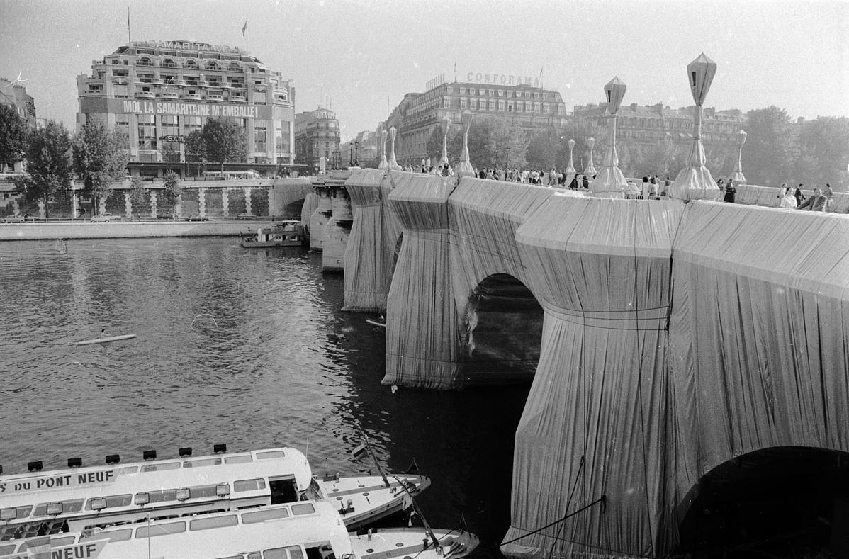 A becsomagolt párizsi Pont Neuf híd