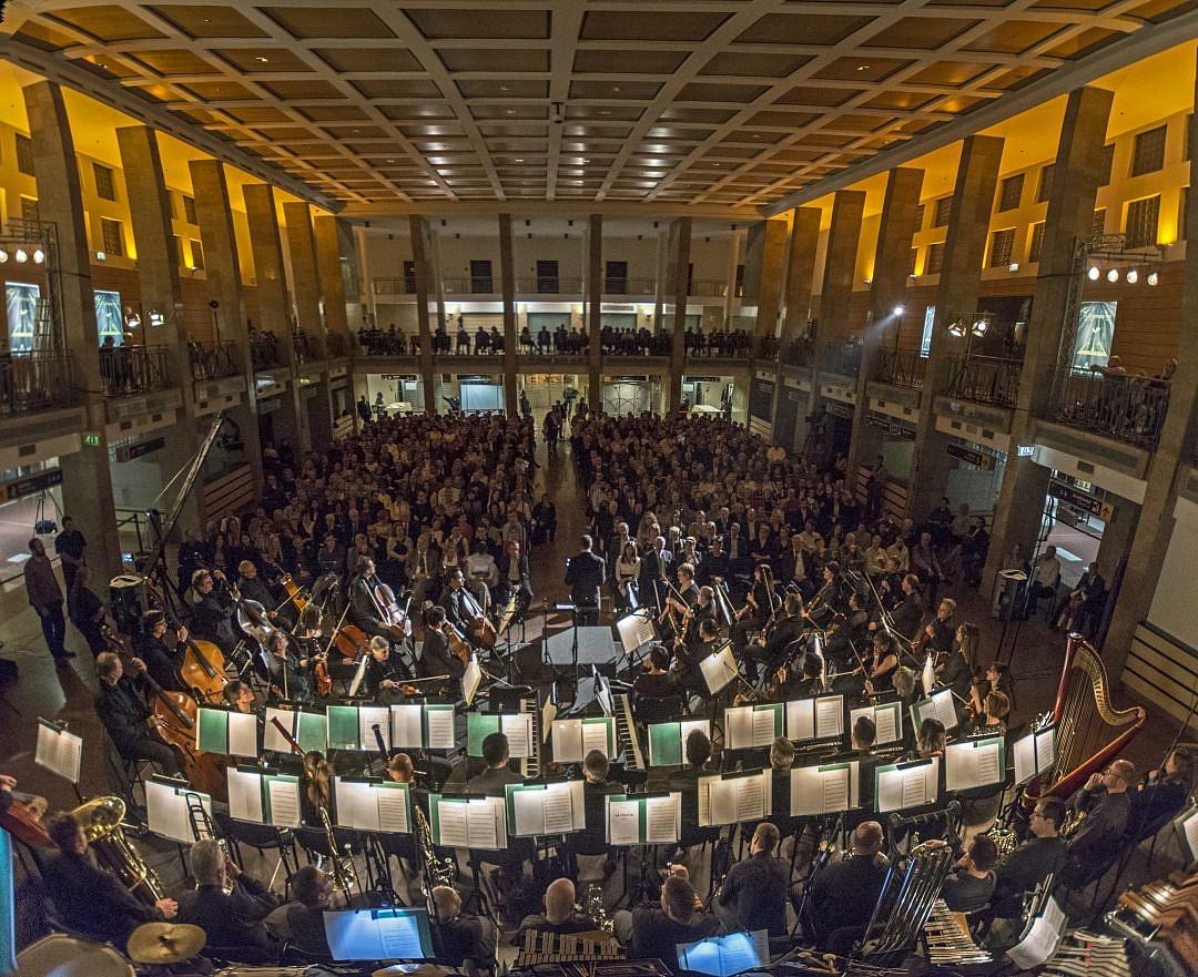 Koncert a Liszt Ferenc Repülőtér 1-es terminálján