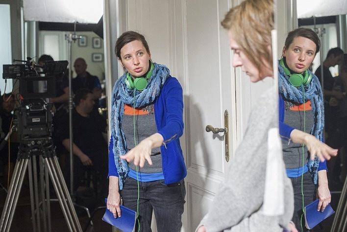 Szilágyi Zsófia rendező az Egy nap forgatásán