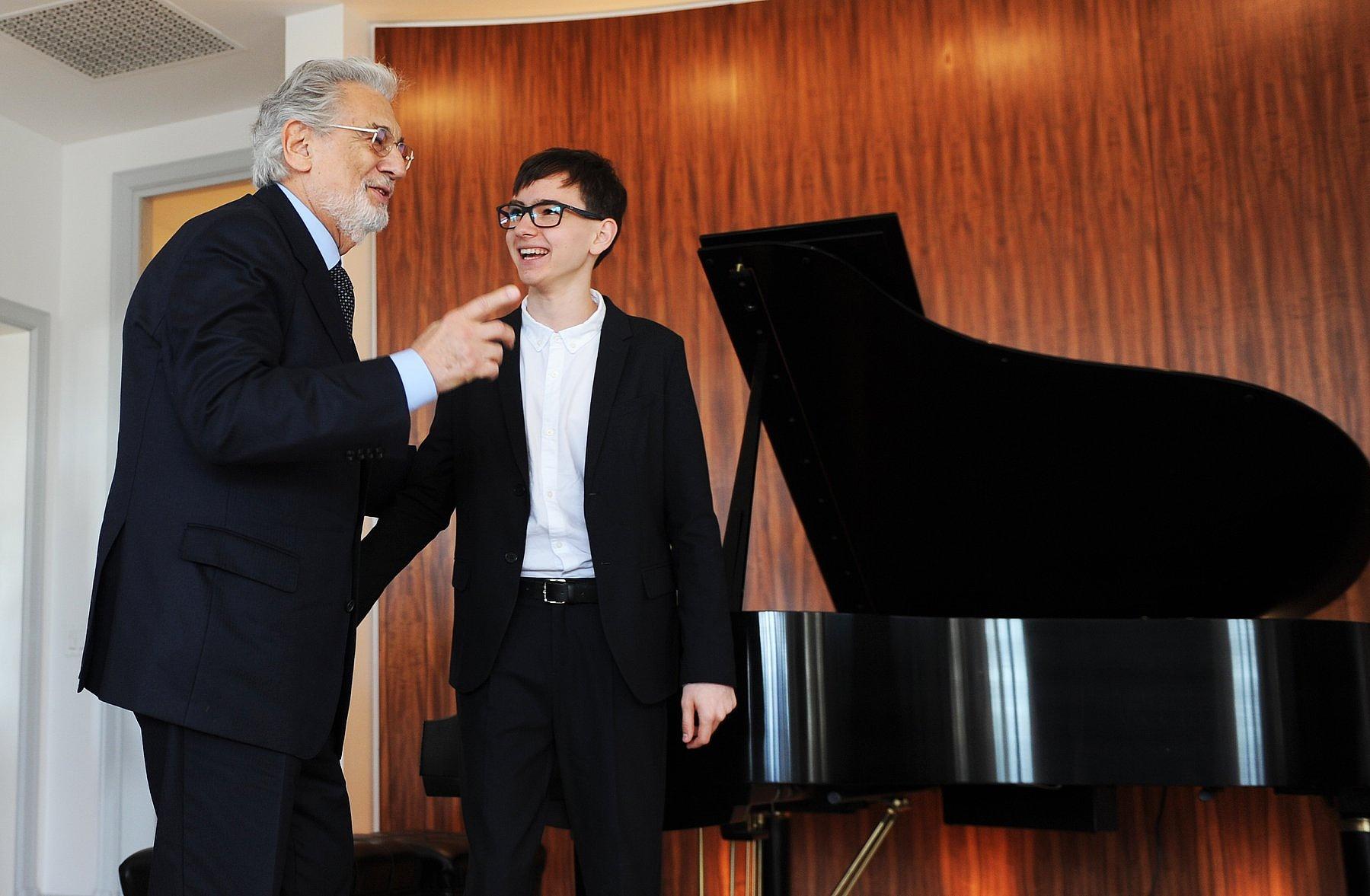 Plácido Domingo bevásárolta magát a Virtuózokba