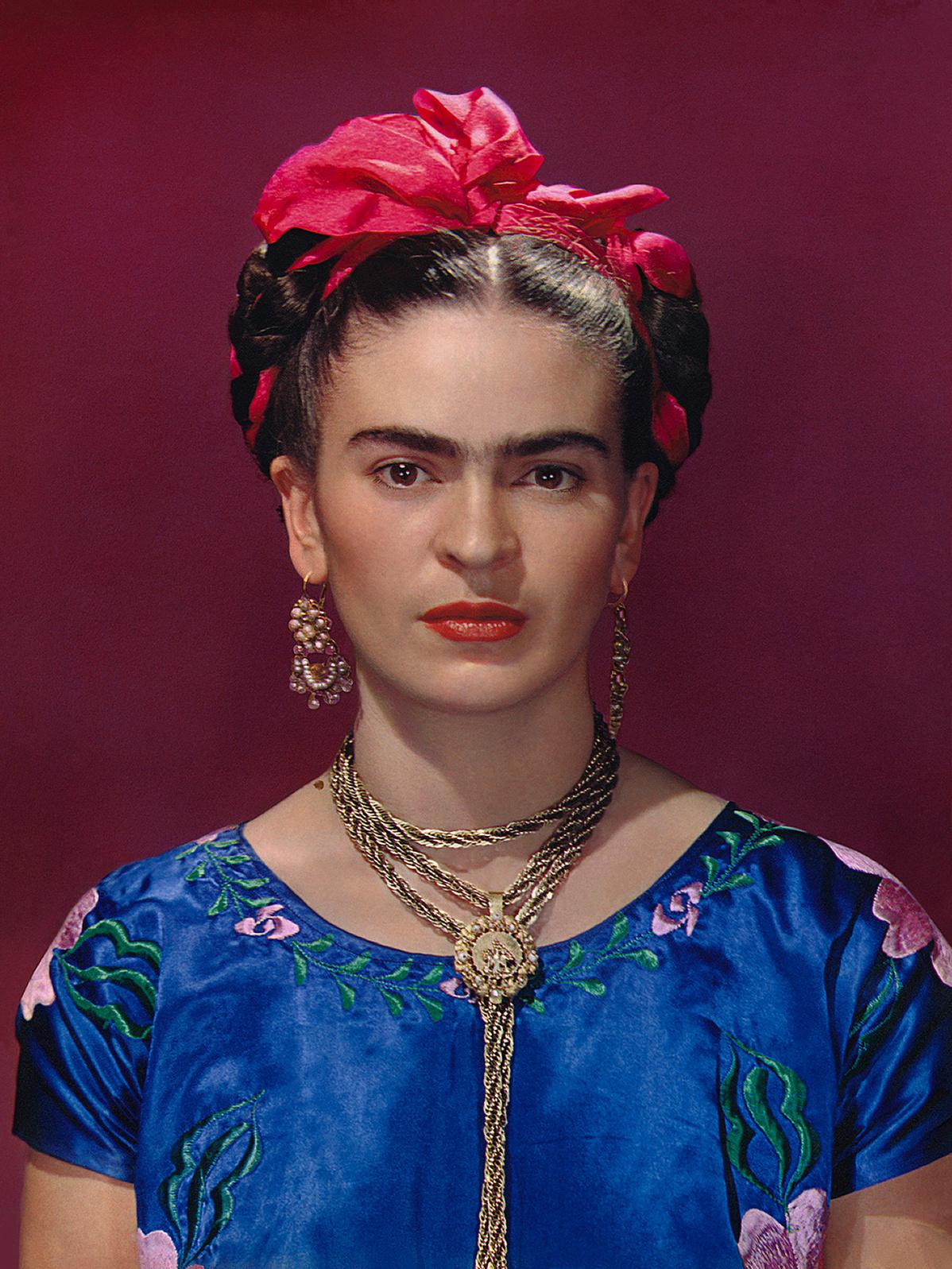 FridaKahloinbluesatinblouse1939PhotographNickolasMurayCNickolasMurayPhotoArchives-160815.jpg