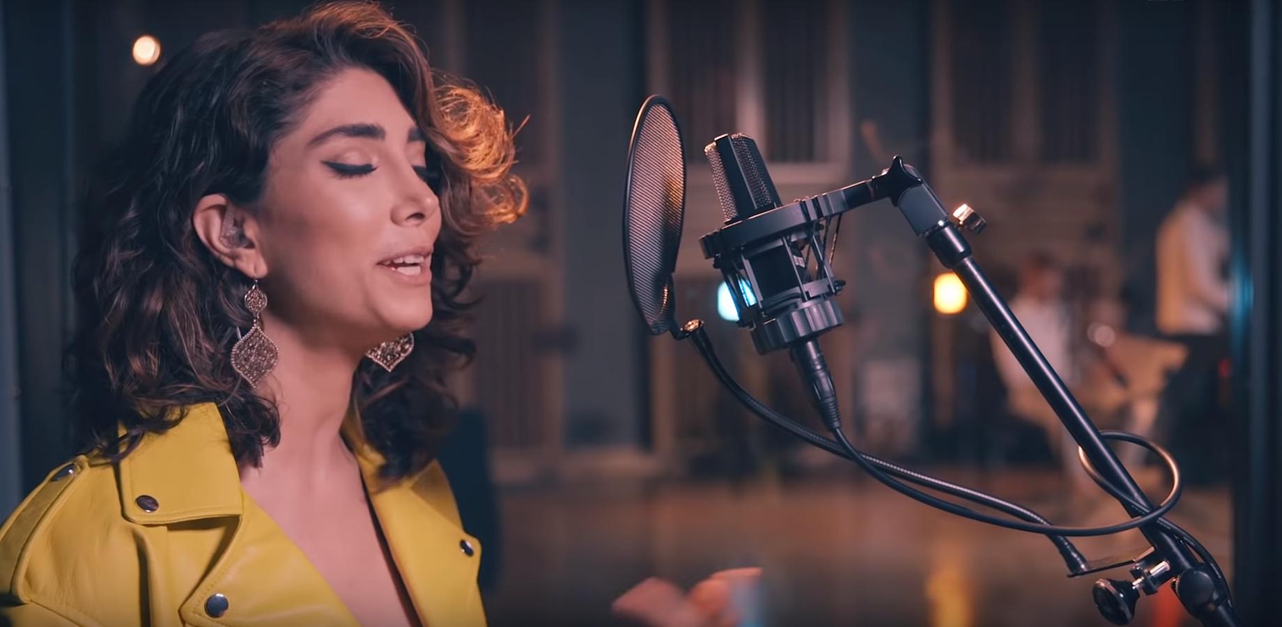 Ez a szír nő dalban mondja el, milyen végre szabadon autót vezetni!