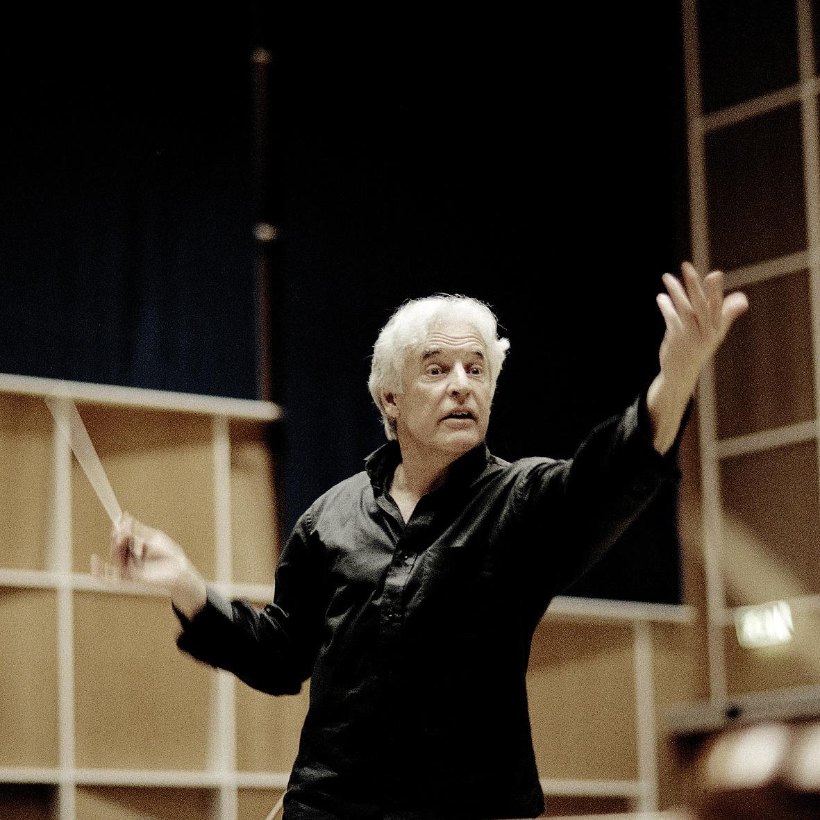 Gilbert Varga lesz Bogányi Tibor mellett a Pannon Filharmonikusok vezető karmestere