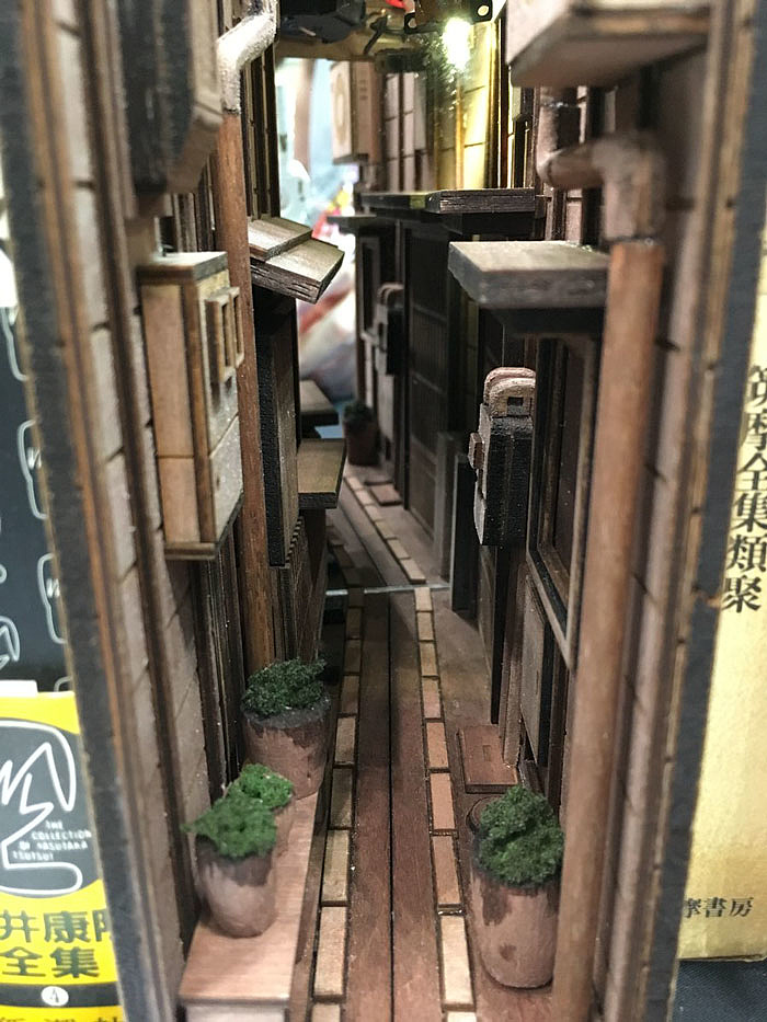 wooden-bookshelf-insert-monde-japan-7-5bf662122c693__700-124420.jpg