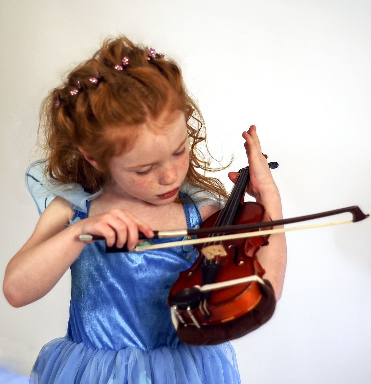 music-girl-play-guitar-instrument-child-535871-pxherecom-160859.jpg