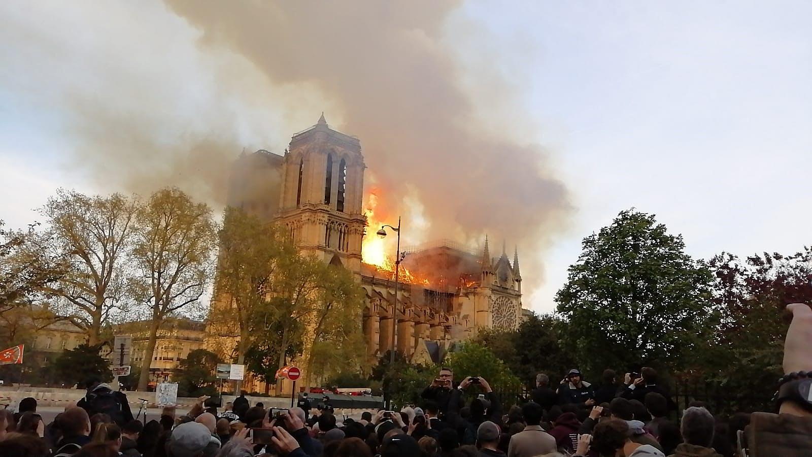 Lángolt a Notre-Dame