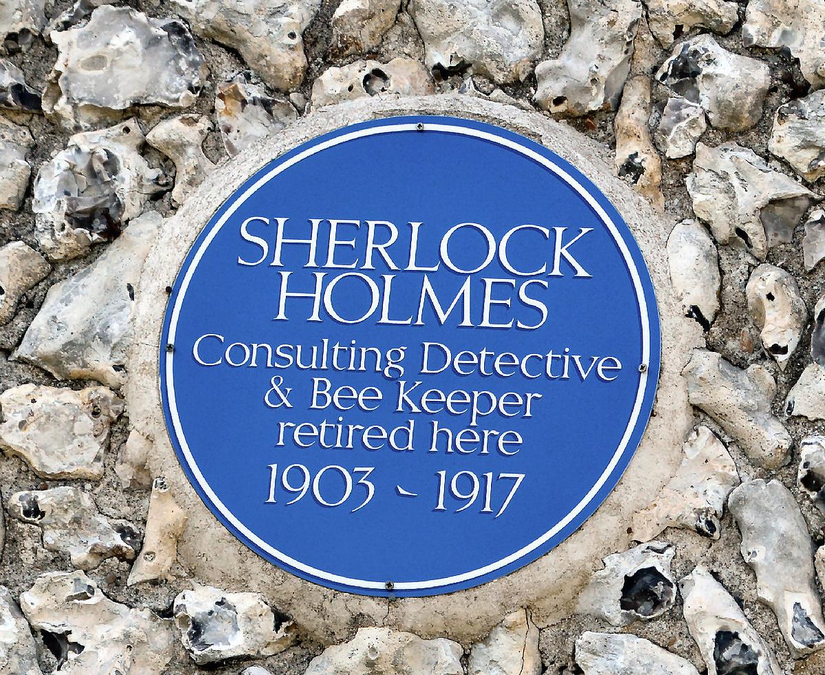 Sherlock_Holmes_blue_plaque_in_East_Dean-144559.jpg