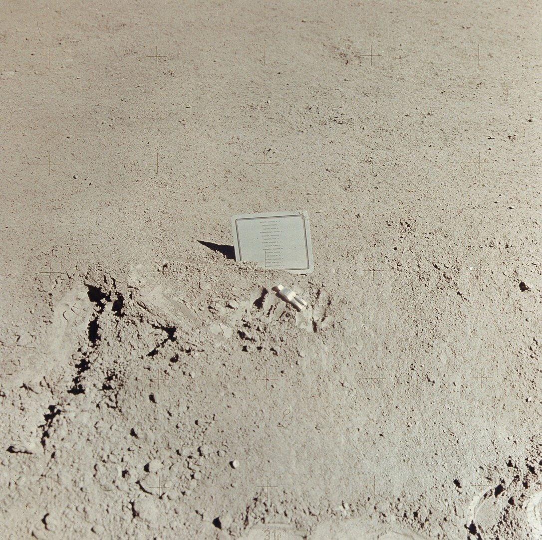 Apollo_15_Fallen_Astronaut-162952.jpg