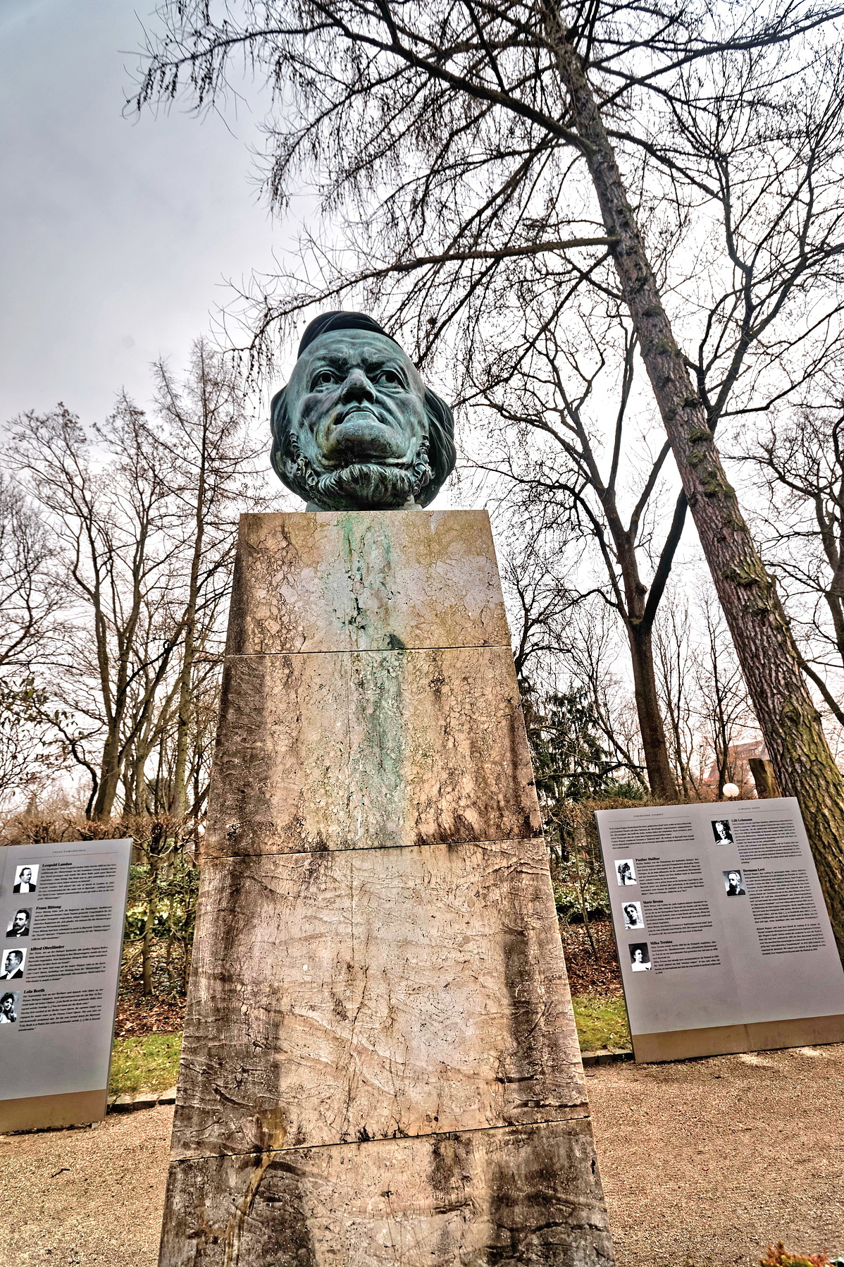 Bayreuth_-_Gruner_Hugel_-_Richard_Wagner_Park_-_Richard_Wagner_Statue_1986_by_Arno_Breker_2-092243.jpg