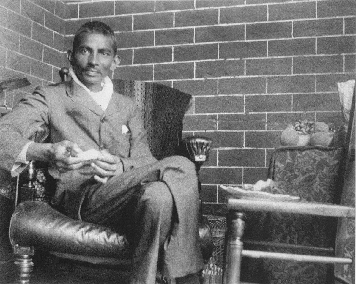 Gandhi_1908-182348.jpg