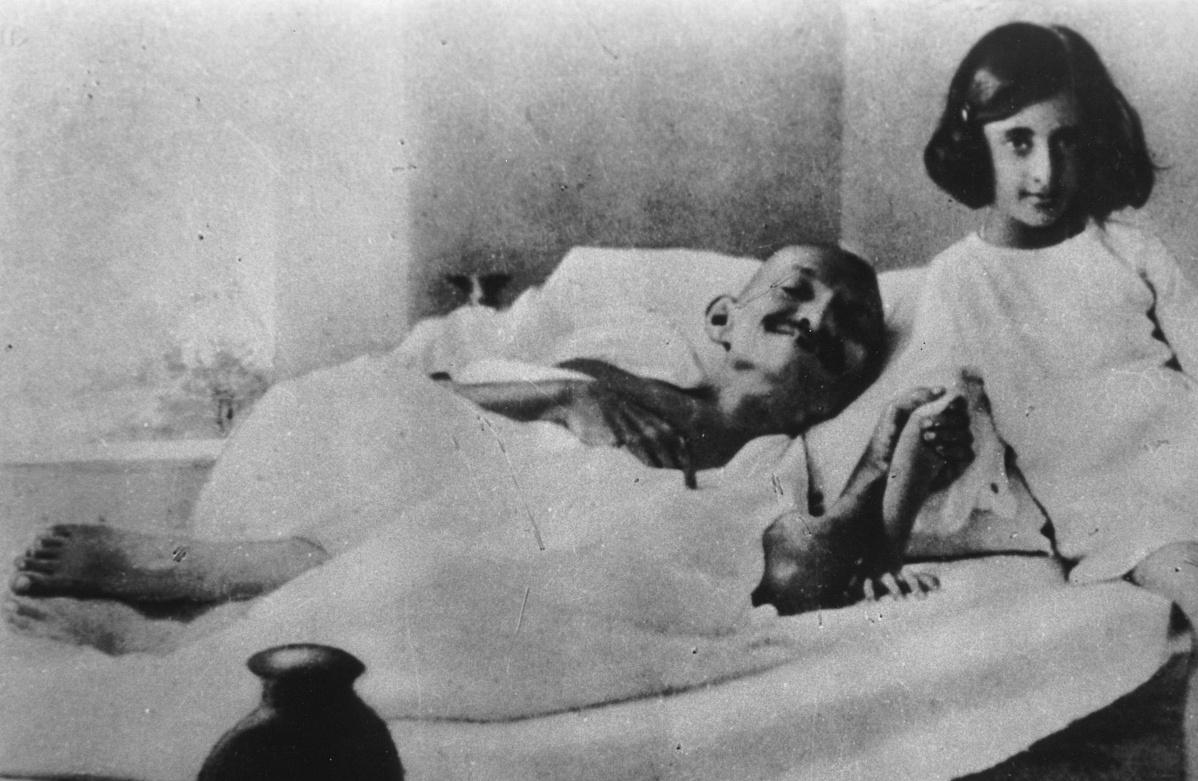 Gandhi_and_Indira_1924-182349.jpg
