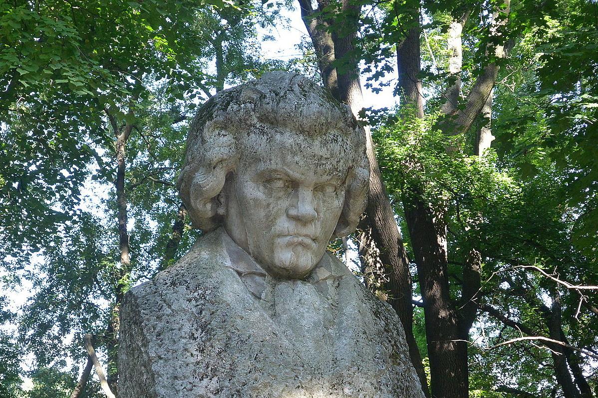Beethoven-szobor_Martonvasar-160252.jpg