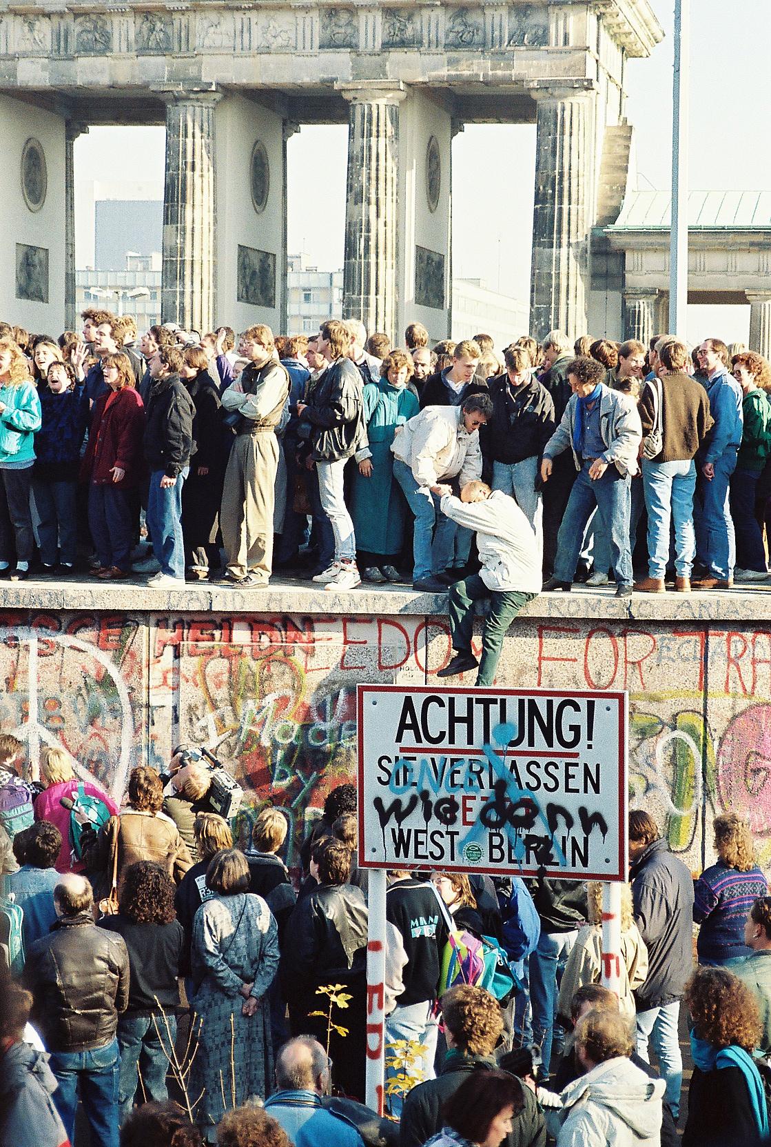 BerlinWall-BrandenburgGate-125836.jpg