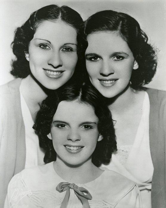 The_Gumm_Sisters-213400.jpg