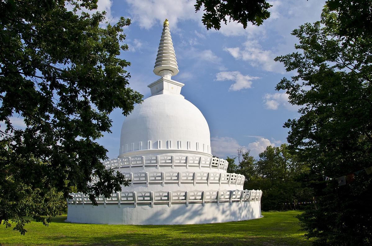 stupa-1125878_1920-120706.jpg