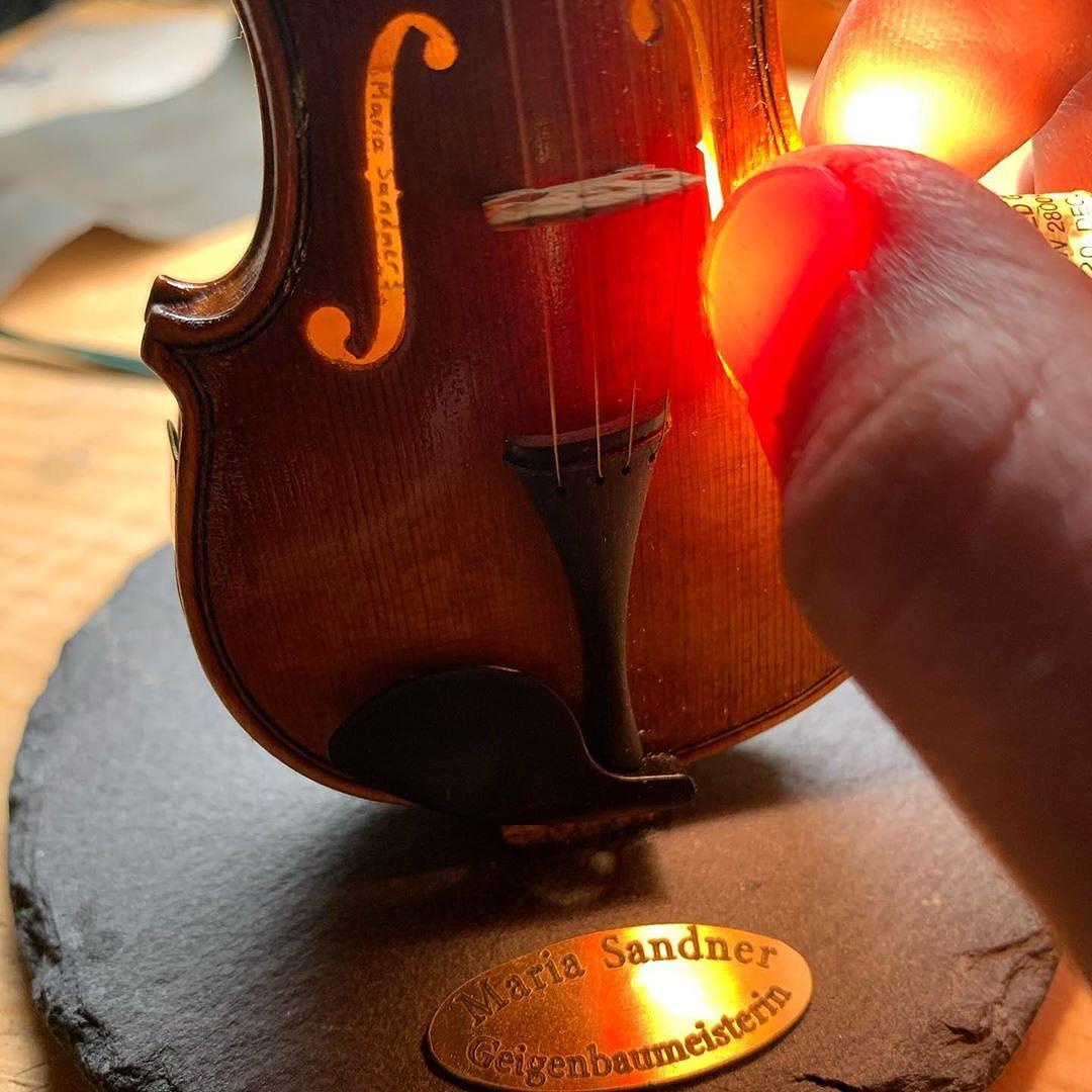 mini-violin-4-100910.jpg