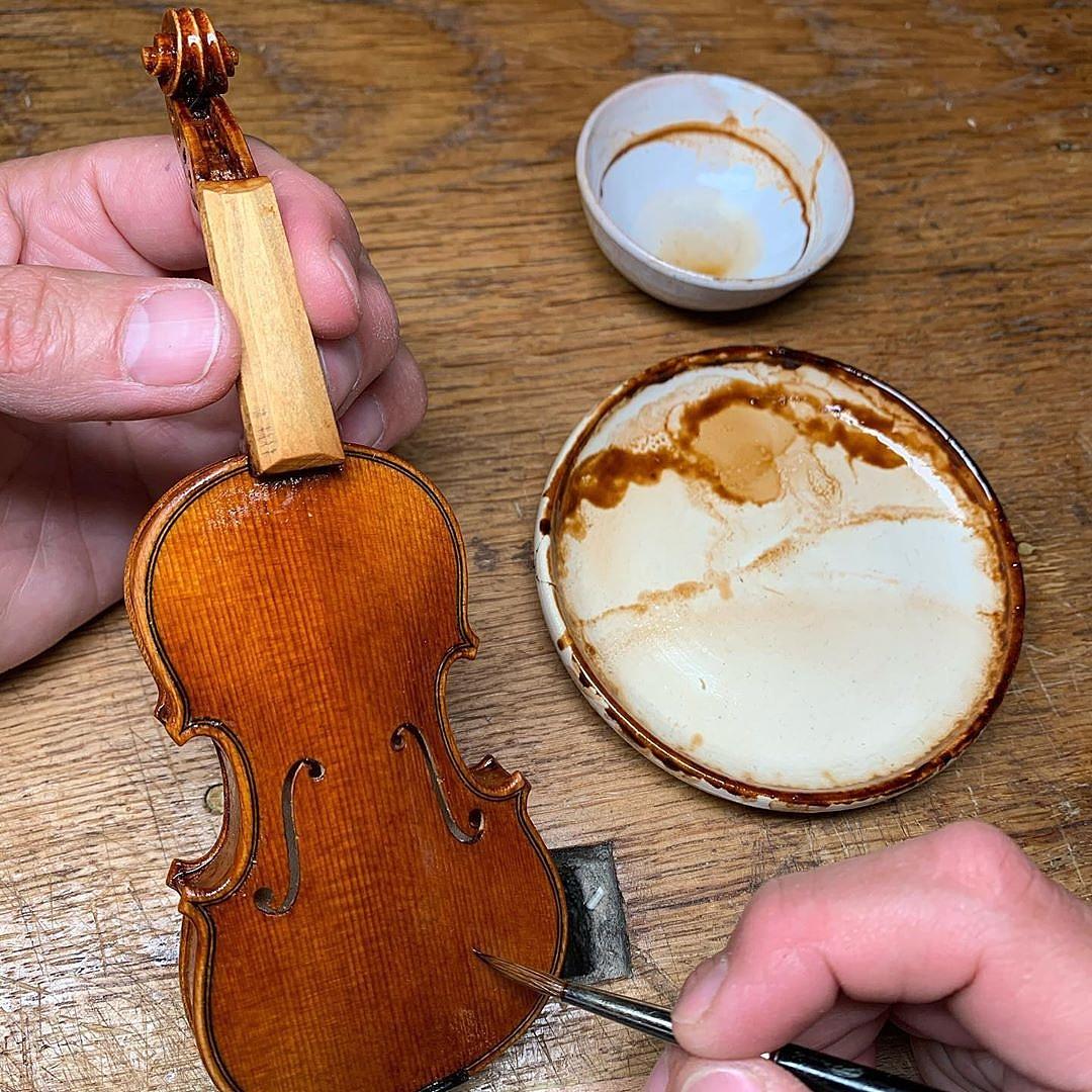 mini-violin-5-100910.jpg