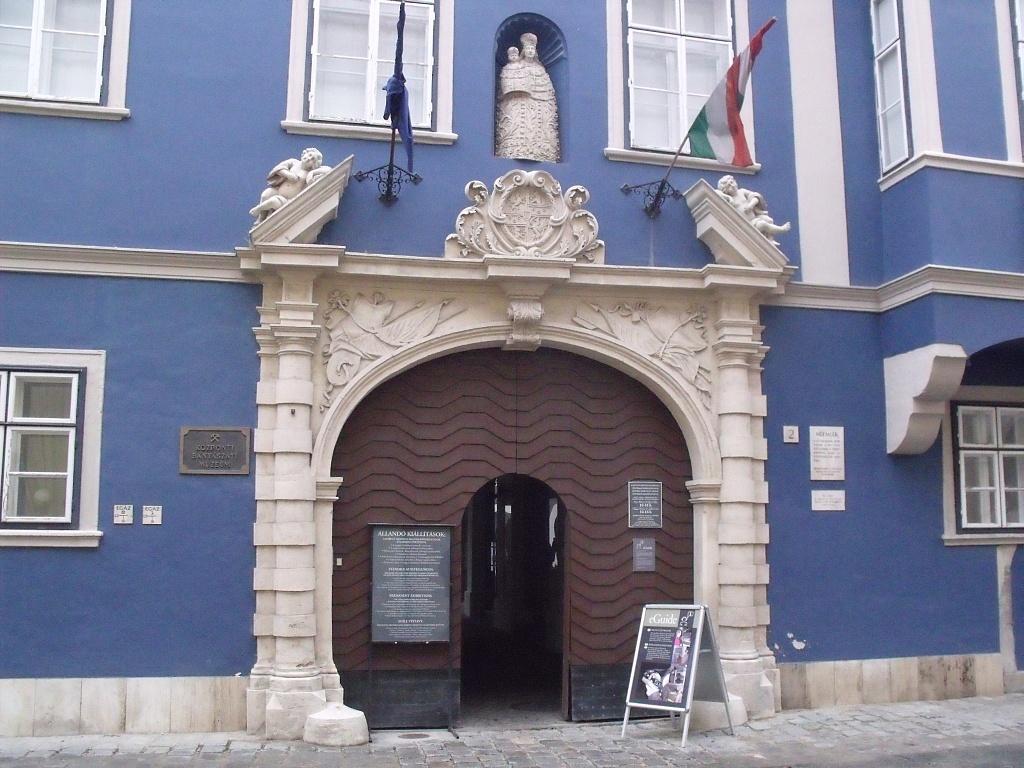 Banyaszati_Muzeum_-_panoramio-123132.jpg