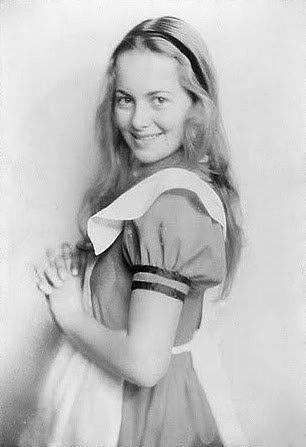 Olivia_De_Haviland_1933-195210.jpg
