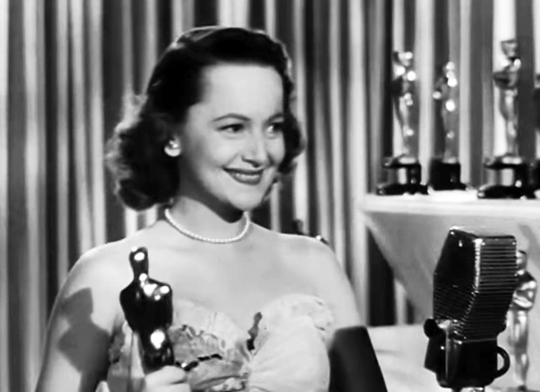 Olivia_de_Havilland_at_the_Academy_Awards_1946-195313.jpg